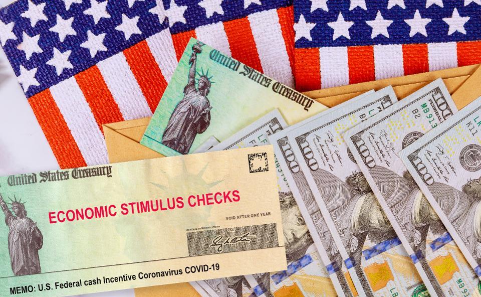 Nhiều chính phủ và ngân hàng trung ương đã có những đợt bơm thanh khoản khổng lồ để kích thích kinh tế. Ảnh: Forbes.