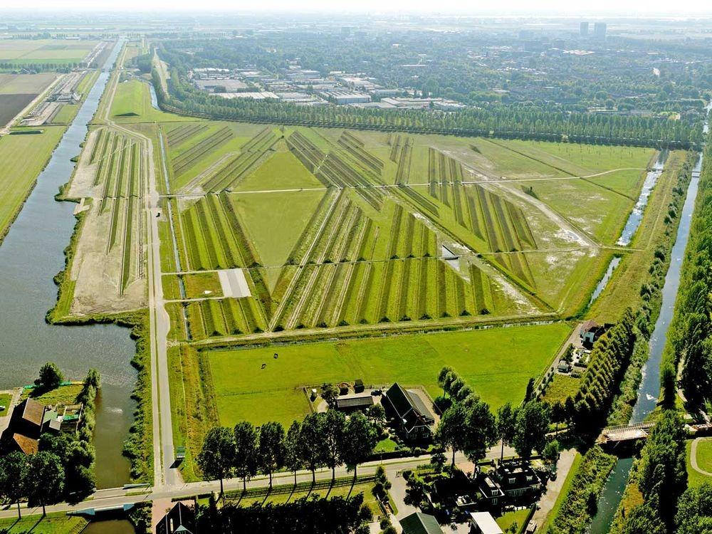 Vùng đất giữa sân bay Schiphol và khu dân cư. Ảnh: Wikimedia.