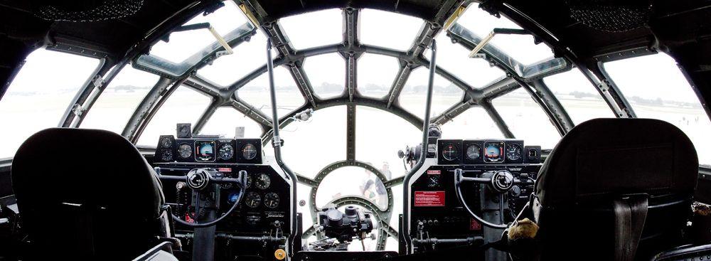 Buồng lái trên chiếc B-29. Ảnh: Flickr