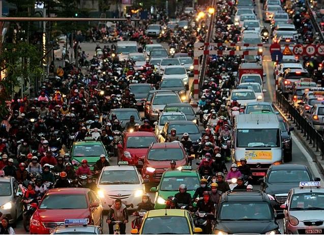 Giao thông là một trong những nguồn phát thải bụi PM chính của Hà Nội | Ảnh: Vietnamnet