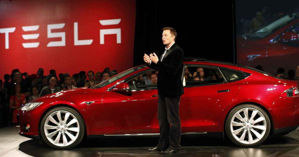 Mặc dù chưa từng chi một xu cho quàng cáo, nhưng Tesla lại đang là nhà sản xuất ô tô có giá trị vốn hóa thị trường lớn nhất thế giới, vượt mặt Toyota.