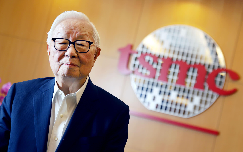 Ông Morris Chang (Trương Chung Mưu), cha đẻ của ngành công nghiệp bán dẫn Đài Loan, người sáng lập công ty TSMC, đã từ bỏ vị trí rất tốt tại Mỹ (Phó chủ tịch Tập đoàn Texas Instrument) để trở về quê hương đóng góp theo lời kêu gọi của chính quyền Tưởng Kinh Quốc hồi những năm 1980.