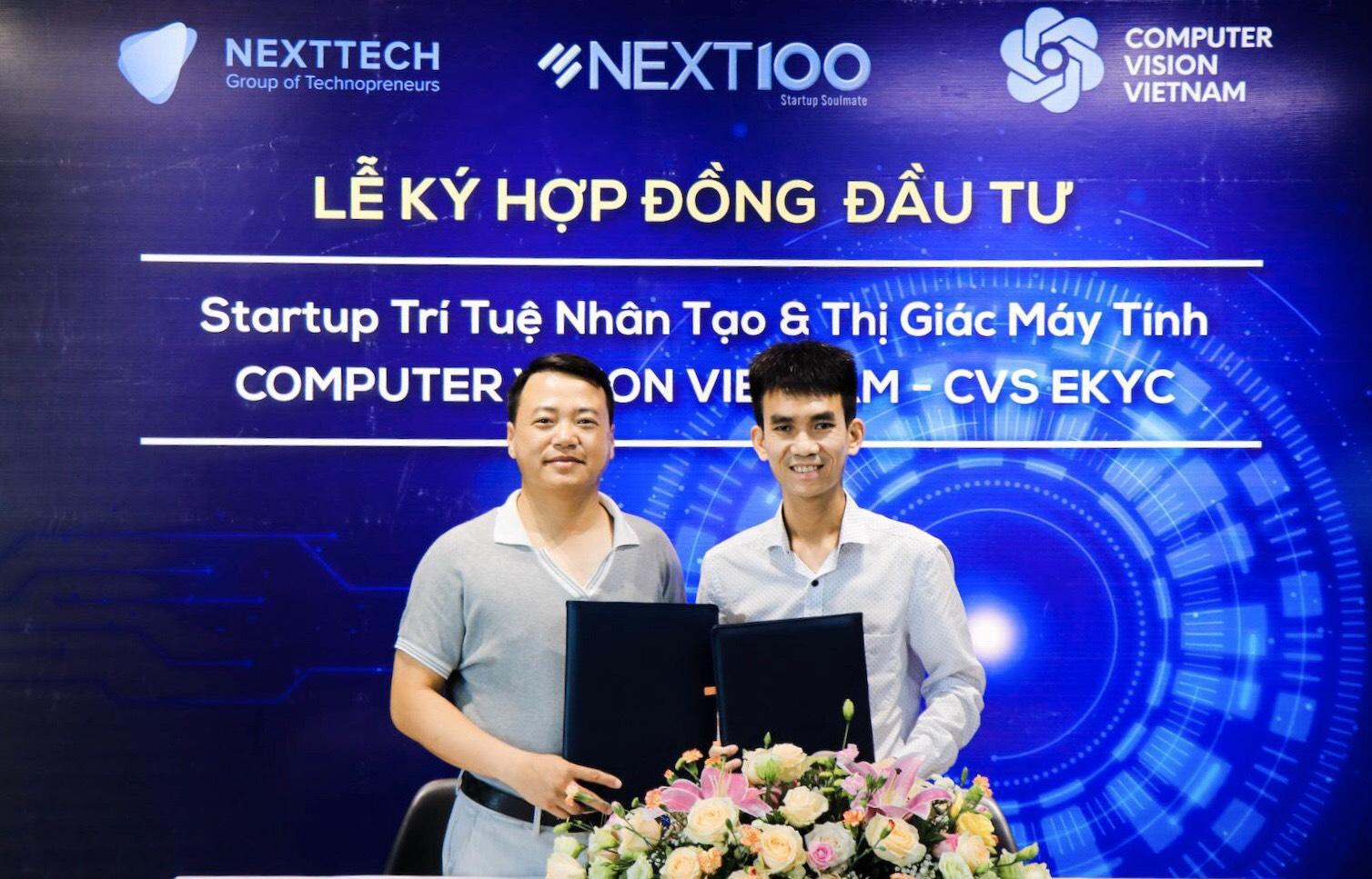 Shark Nguyễn Hòa Bình và founder của CVS Nguyễn Văn Việt trong lễ kí kết.