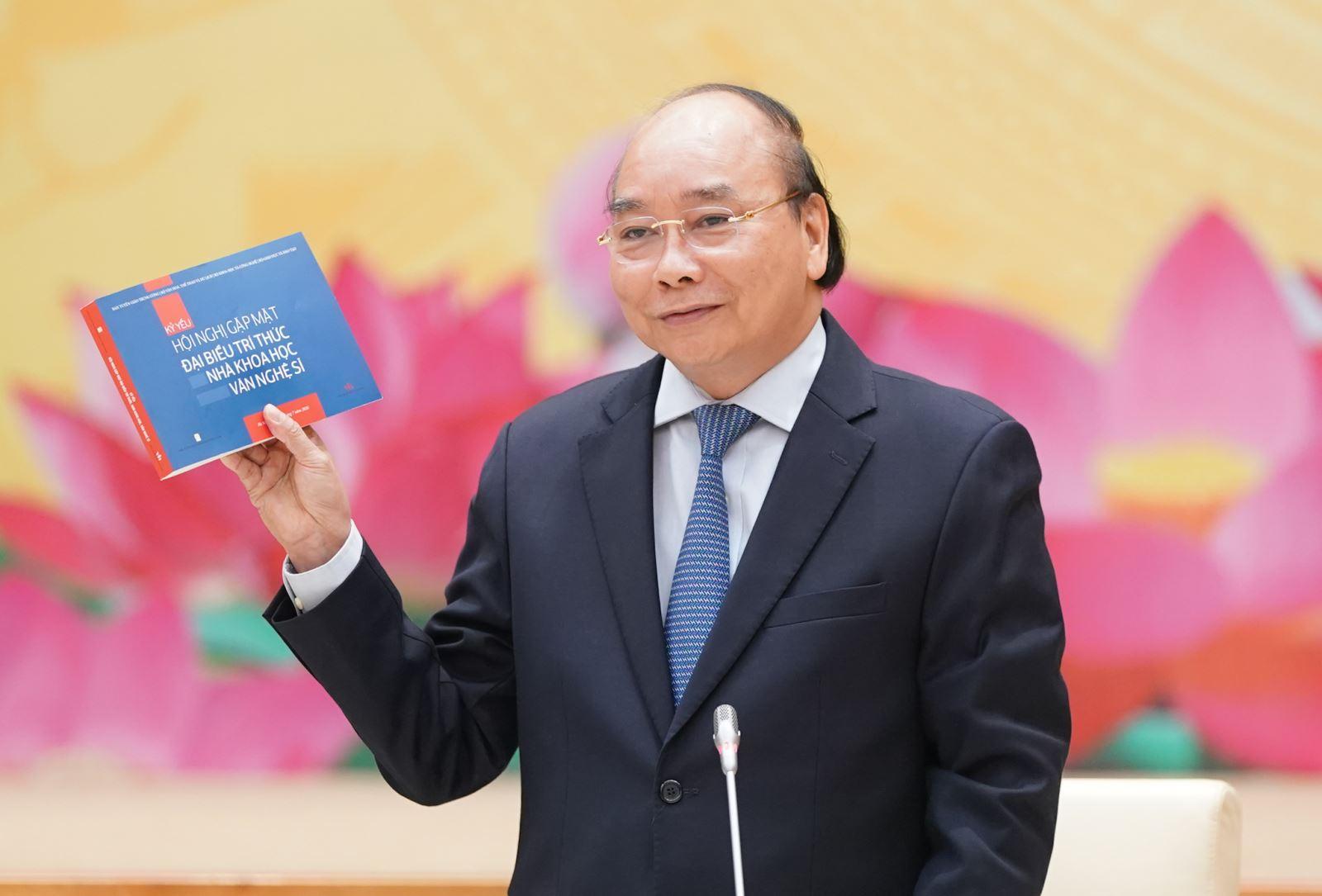 Thủ tướng Nguyễn Xuân Phúc phát biểu tại buổi gặp mặt.