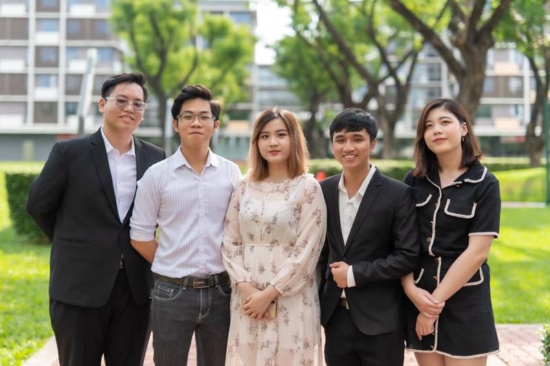 Nhóm sinh viên RMIT tham gia cuộc thi IBCOL năm 2020 đến từ nhiều ngành kinh doanh, công nghệ và công nghệ thông tin. Trong ảnh từ trái sang phải: Huỳnh Minh Tuấn, Võ Trần Trường Duy, Mai Hoàng Mỹ Hảo, Bùi Đức Huy và Mai Hoàng Ngọc Hân. | Nguồn: RMIT