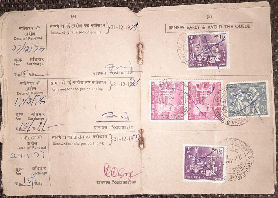 Ấn Độ cũng cấp phép nghe radio đến tận năm 1984. Chính sách này được áp dụng vào năm 1928, chỉ sau Anh Quốc một năm. Giấy phép truyền hình và radio được cấp mới hằng năm tại bưu điện ở Ấn Độ. Nhà chức trách sẽ thường xuyên kiểm tra và phạt những ai vi phạm (trốn thuế), bao gồm cả hình thức thu giữ thiết bị. Ảnh: Reddit.