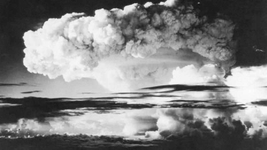 Vụ nổ thử nghiệm bom H đầu tiên của Mỹ tại đảo san hô Eniwetok. Ảnh:  Keystone.