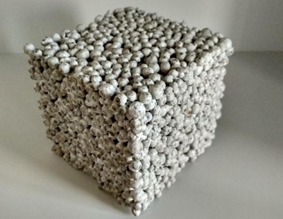Xếp khối mẫu bê tông làm từ hạt cốt liệu nung nhẹ. Nguồn: NVCC