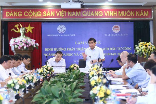 Bộ trưởng Bộ Kế hoạch và Đầu tư Nguyễn Chí Dũng. Ảnh: Hoàng Nam