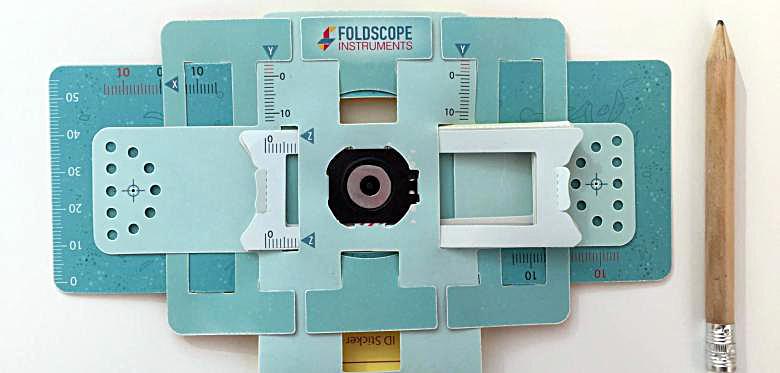 Loại kính Foldscope này giá độ 10 ngàn đồng một cái. Ảnh: Foldscope