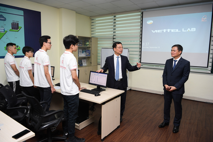 Viettel Lab là cơ hội để học sinh vừa học vừa hành. Ảnh: BTC