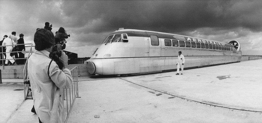 Một nguyên mẫu aerotrain thu nhỏ của Jean Bertin trong cuộc thử nghiệm năm 1967. Ảnh: Flickr.