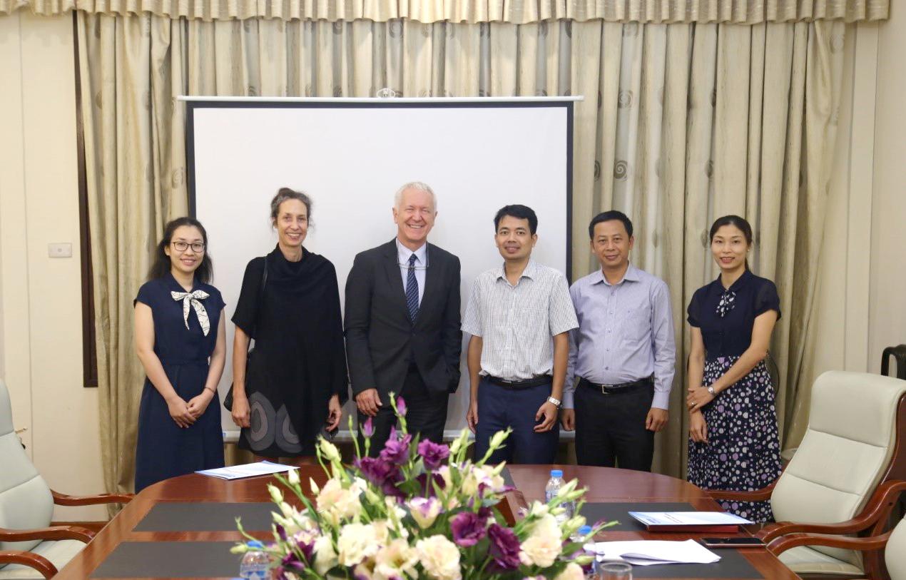 Đại sứ Thụy Sỹ tại Việt Nam, ông Ivo Sieber và Phó Đại sứ Thụy Sỹ, bà Nicole Wyrsch tại buổi làm việc với NAFOSTED