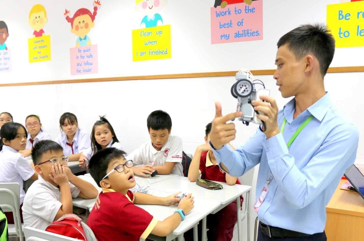 Tiết học STEM Robotics ở một trường THCS tư thục ở TPHCM. Ảnh: siu.edu.vn