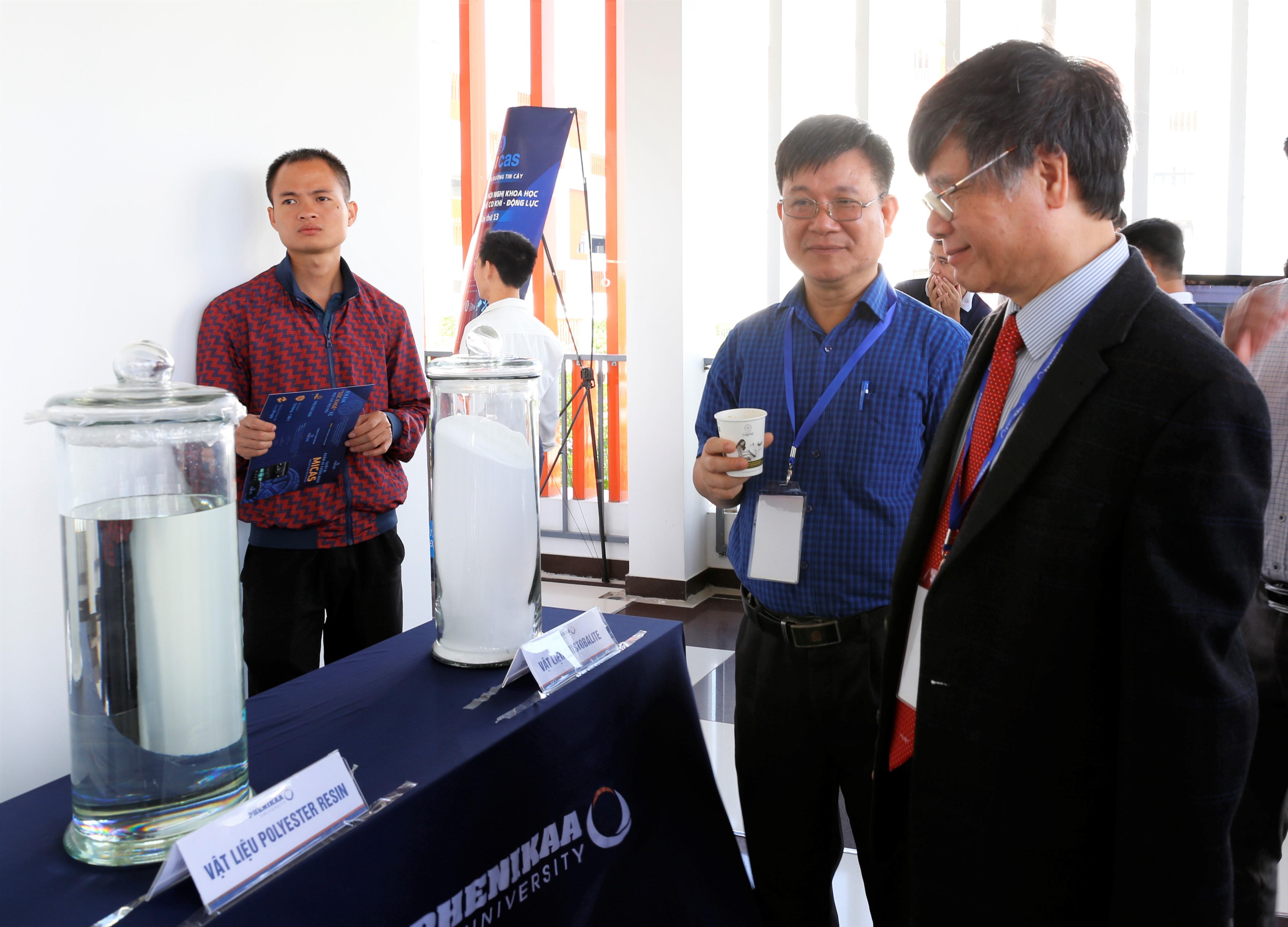 Trưng bày sản phẩm bên lề Hội nghị KH&CN Cơ khí Động lực năm 2020 tại Trường ĐH Phenikaa, Hà Nội, 11/10/2020.
