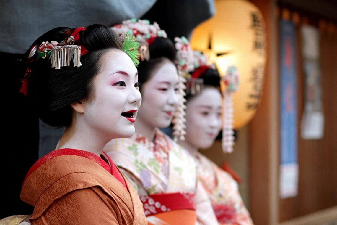 Nhuộm răng đen Ohaguro: Phong tục xưa của phụ nữ Nhật Bản