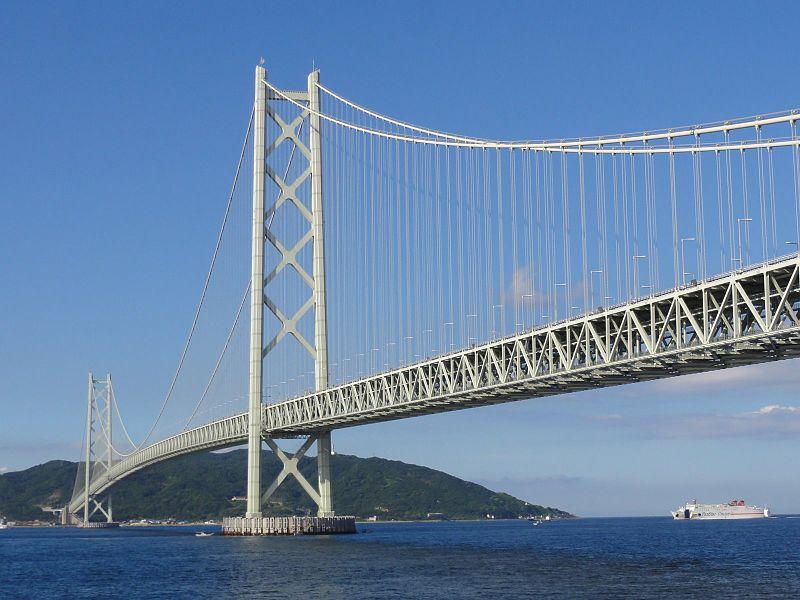 Cầu Akashi-Kaikyō ở Nhật Bản là cầu dây văng có nhịp treo dài nhất thế giới tại thời khánh thành (1998): 1991m, với tổng chiều dài lên đến 3911m.