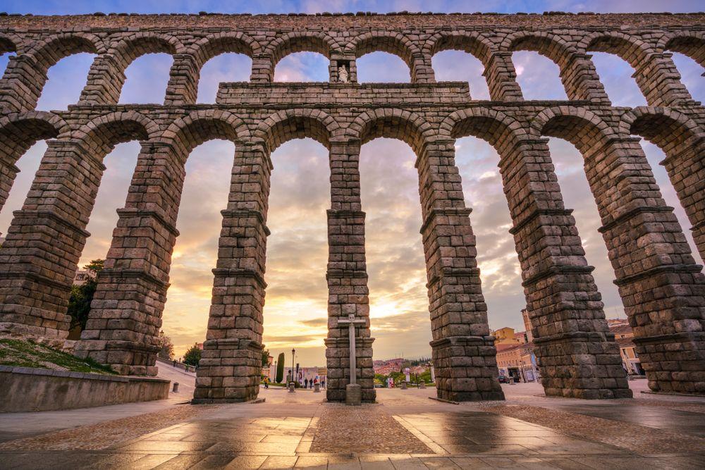 Cầu máng Segovia. Ảnh: LucVi/Shutterstock.com.