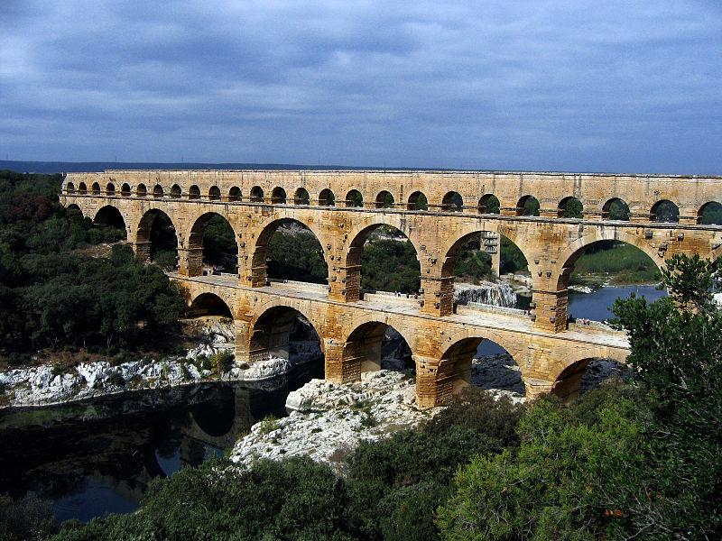 Cầu máng Pont du Gard bắc qua sông Gardon ở miền Nam nước Pháp, nằm trong danh sách Di sản thế giới của UNESCO. Ảnh: Wikipedia.