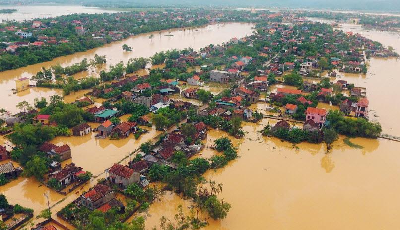 Các cơn bão liên tiếp năm nay gây ra nhiều thiệt hại cho miền Trung. Nguồn: dantri.com.vn