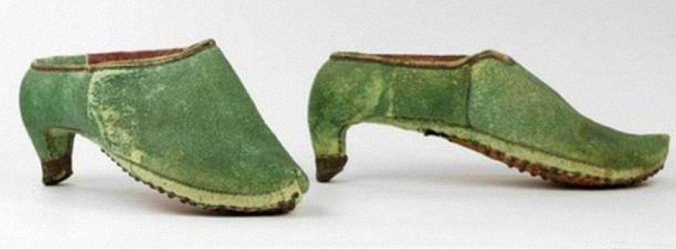 Loại giày cao gót mà các kỵ binh Ba Tư sử dụng vào thế kỷ 17. Ảnh: History.