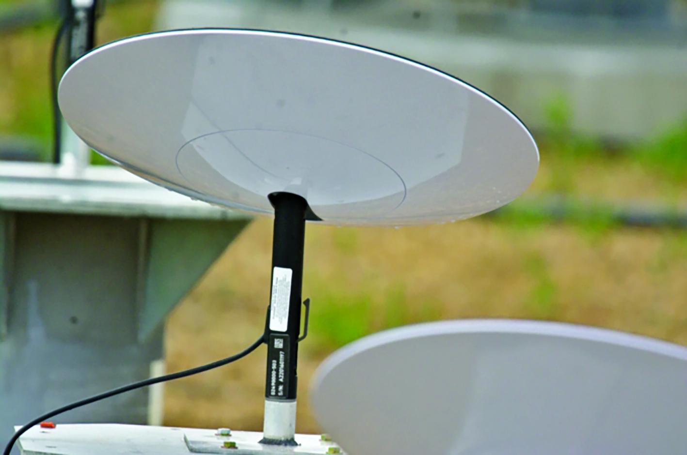 Thiết bị thu tín hiệu Internet vệ tinh Starlink của SpaceX. Ảnh: Reddit.