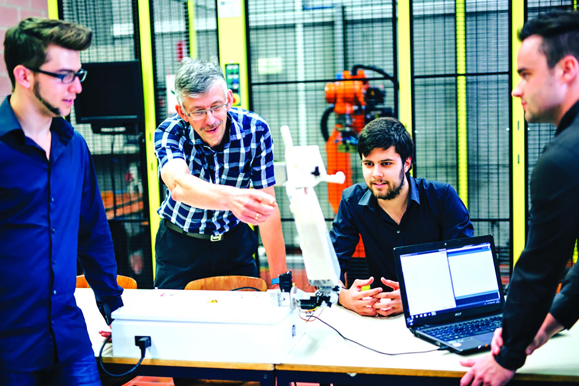 Robot Aslan có thể giúp khoảng 70 triệu người điếc hoặc lãng tai trên thế giới giao tiếp với những người không biết ngôn ngữ ký hiệu. Ảnh: Đại học Antwerp.