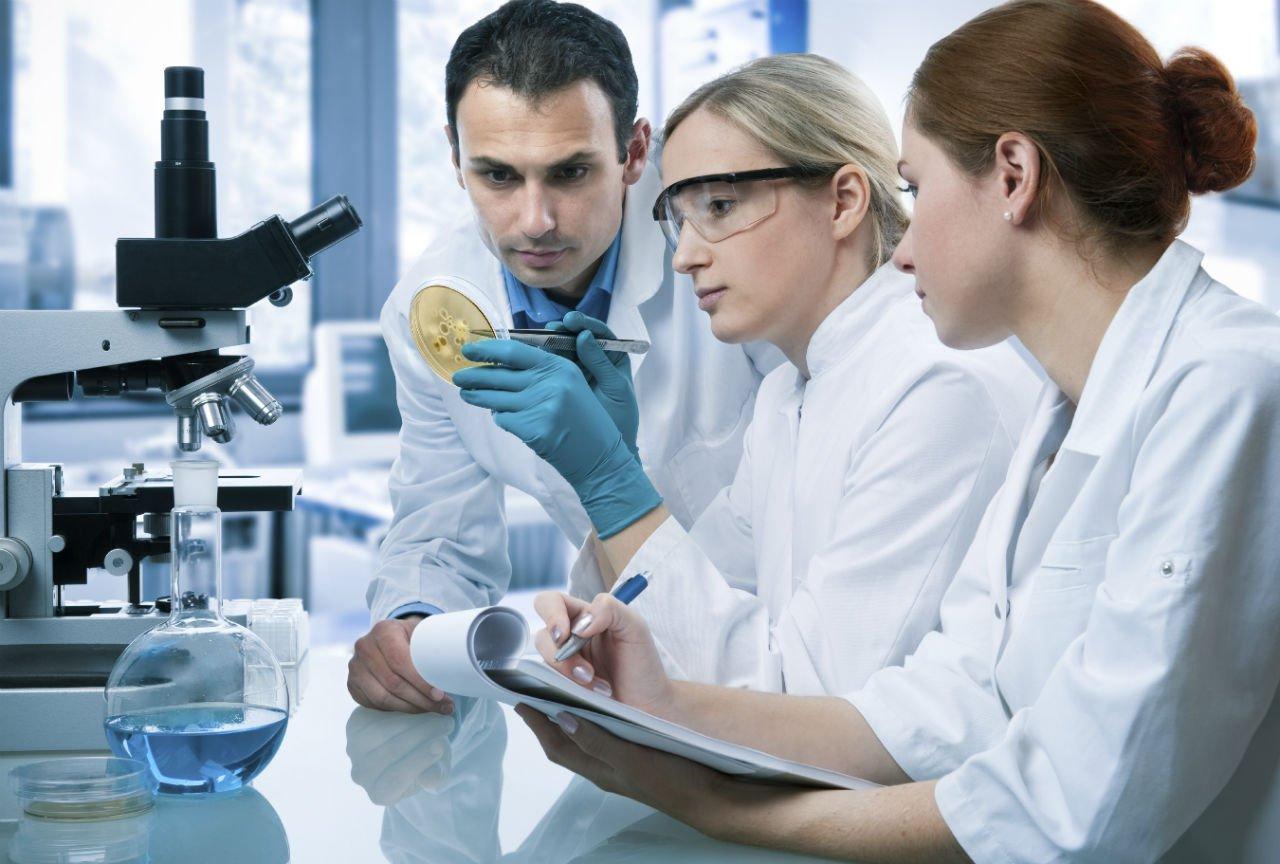 Trong một phòng thí nghiệm sinh học ở Mỹ.