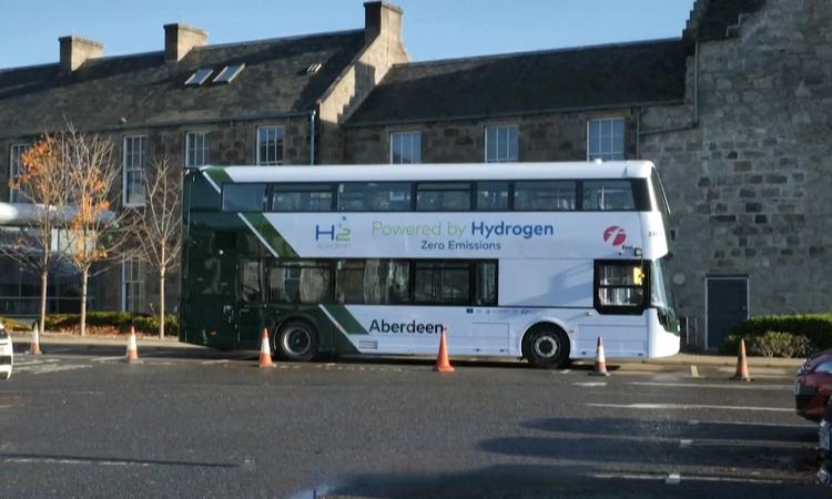 Thử nghiệm xe buýt hai tầng chạy bằng hydro đầu tiên