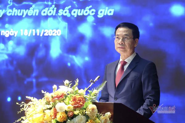 Bộ trưởng Bộ TT&TT Nguyễn Mạnh Hùng phát biểu tại Diễn đàn Công nghệ mở Việt Nam. Ảnh: Trọng Đạt