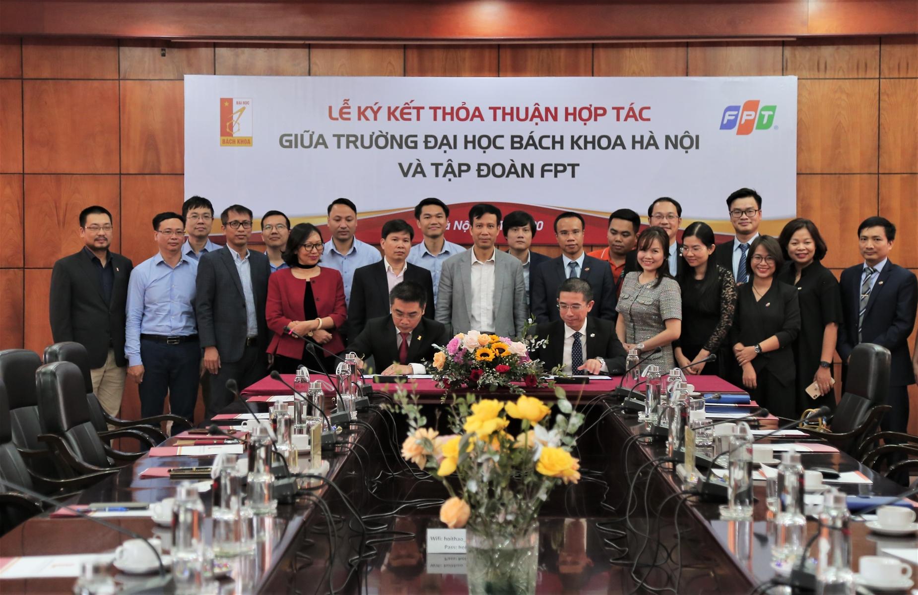 Lễ ký kết thỏa thuận hợp tác của ĐH Bách khoa Hà Nội và FPT. Ảnh: FPT