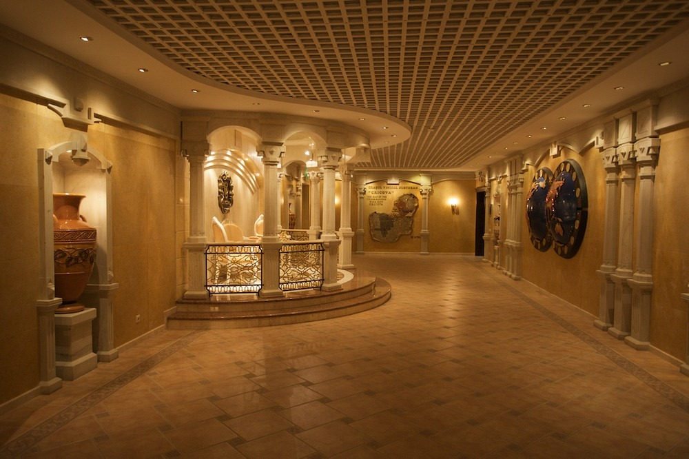Hầm rượu Cricova được trang trí rất đẹp, mang phong cách nghệ thuật ấn tượng. Ảnh: Hans Põldoja/Flickr.
