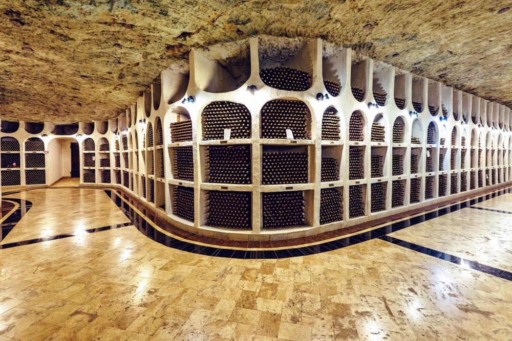 Hầm rượu vang dưới lòng đất của Cricova, dài gần 120 km. Ảnh: FrimuFilms