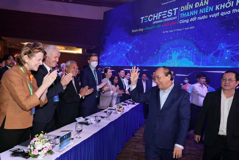 Thủ tướng Nguyễn Xuân Phúc tham gia Diễn đàn thanh niên khởi nghiệp 2020. Ảnh: TF