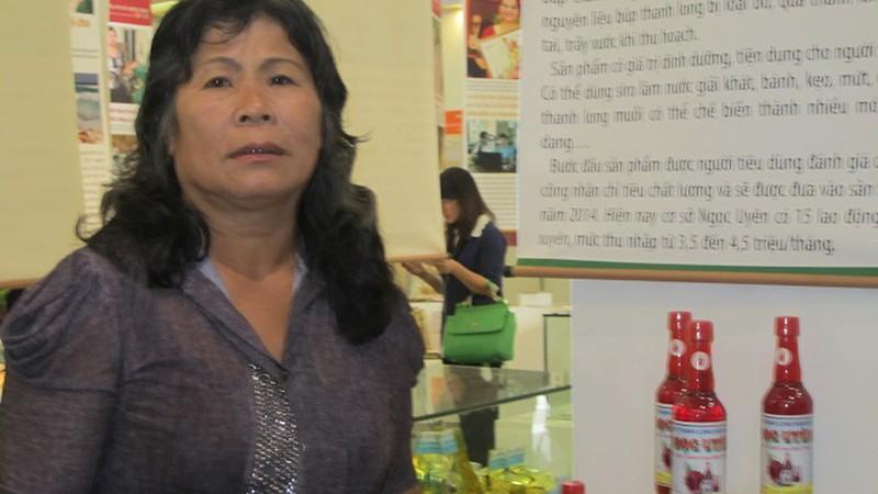 Bà Hồ Thị Bạch Hoàng.