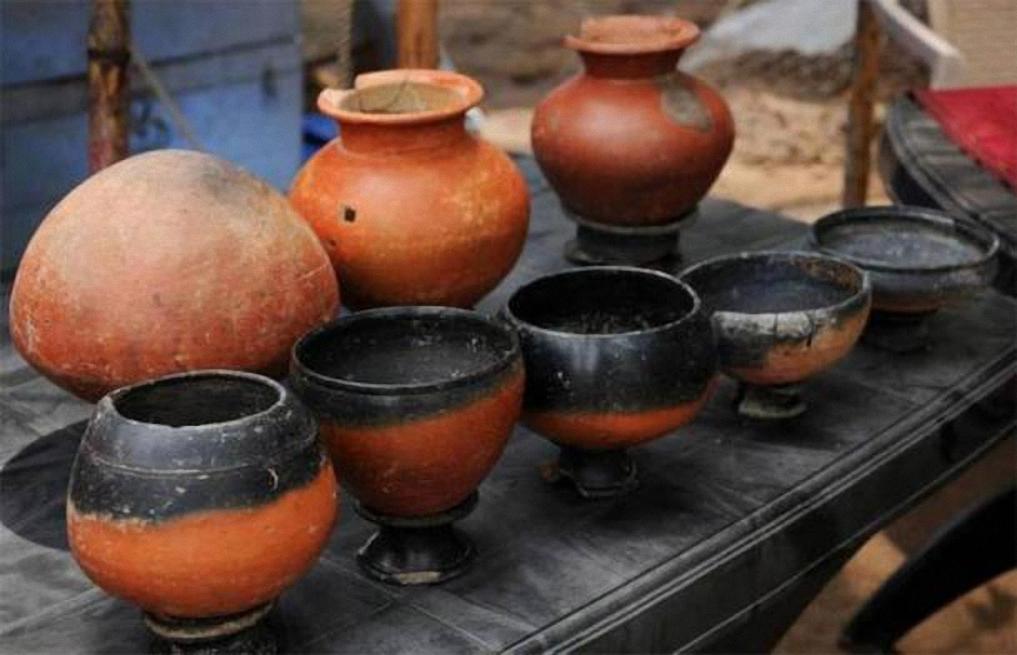 Những chiếc bình 2.500 năm tuổi được khai quật tại di chỉ khảo cổ Keeladi. Nguồn: Ancient Origins.