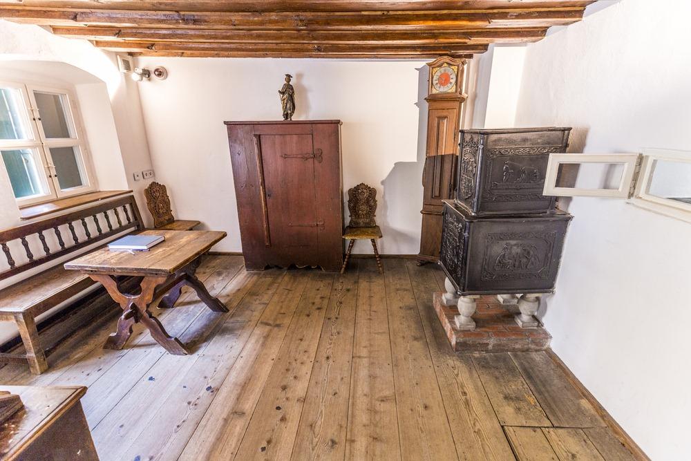 Nội thất bên trong một căn hộ tại Fuggerei. Ảnh: Travelview/Shutterstock