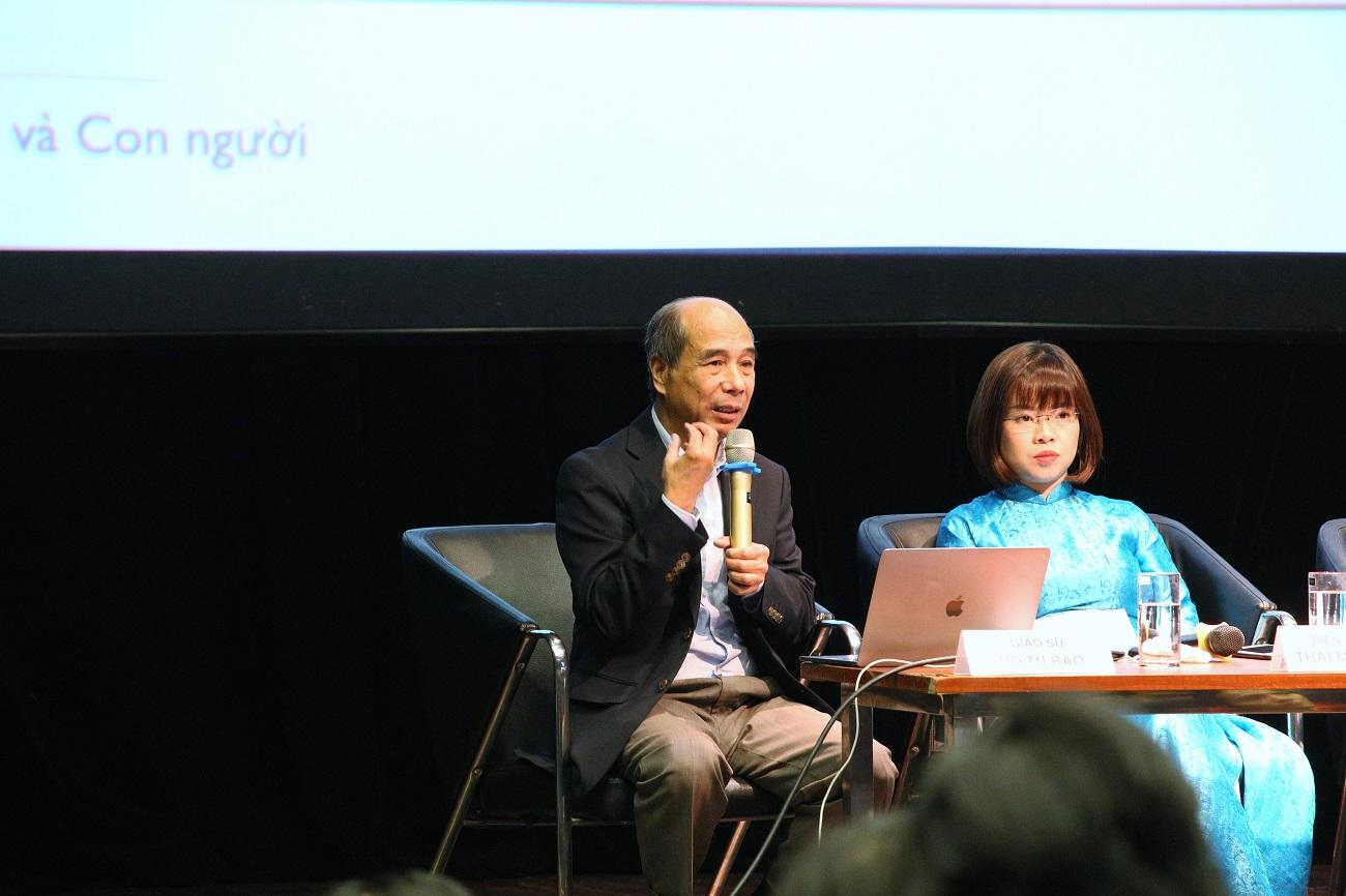 GS Hồ Tú Bảo trao đổi về trí tuệ nhân tạo   Ảnh: KHPT