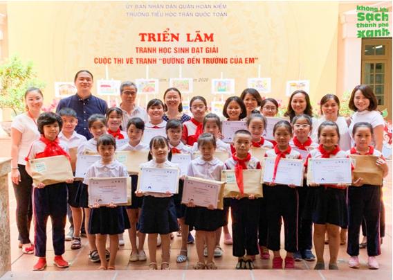 """Tổ chức cuộc thi Vẽ tranh về """"Đường đến trường của em"""" thu hút được gần 1,300 bức tranh của học sinh từ khối 1-5 trường tiểu học Trần Quốc Toản"""