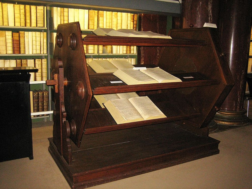 Một bánh xe sách được chế tạo năm 1625, hiện đang ở trong thư viện Herzog August Library, bang Hạ Saxony, Đức. Ảnh: Kerstin Namuth/Wikimedia