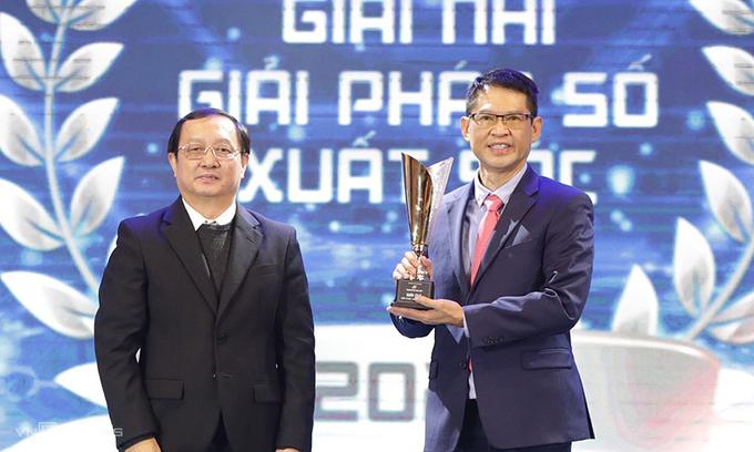 Bộ trưởng Bộ KH&CN Huỳnh Thành Đạt trao giải thưởng
