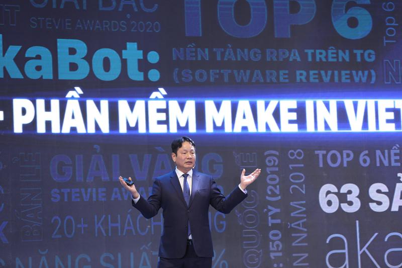 Ông Trương Gia Bình - Chủ tịch HĐQT FPT trình bày về những