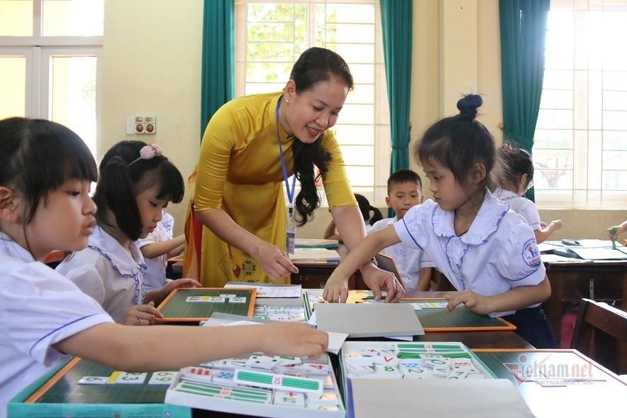 Người giáo viên cần có năng lực lựa chọn những cách thiết kế, tổ chức hoạt động phù hợp với mục đích giảng dạy của mình. Ảnh: Cô trò Trường Tiểu học Liên Bảo (TP Vĩnh Yên, tỉnh Vĩnh Phúc) trong một giờ học nhóm. Nguồn: vietnamnet