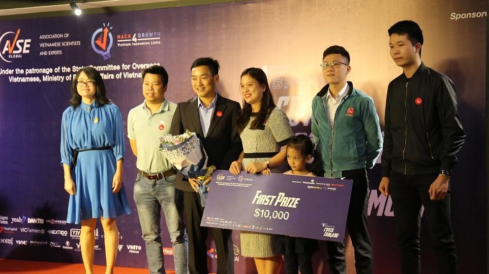 Trao giải nhất cuộc thị Hack4growth 2020 của AVSE Global   Ảnh: Ngô Hà/KHPT