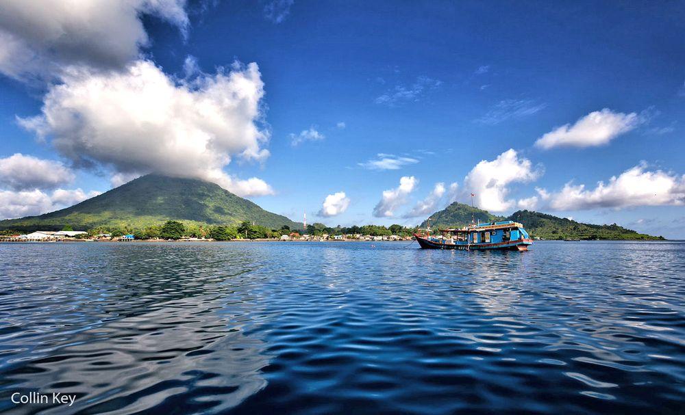 Đảo Banda-Neira và Gunung Api. Ảnh: Collin Key/Flickr.