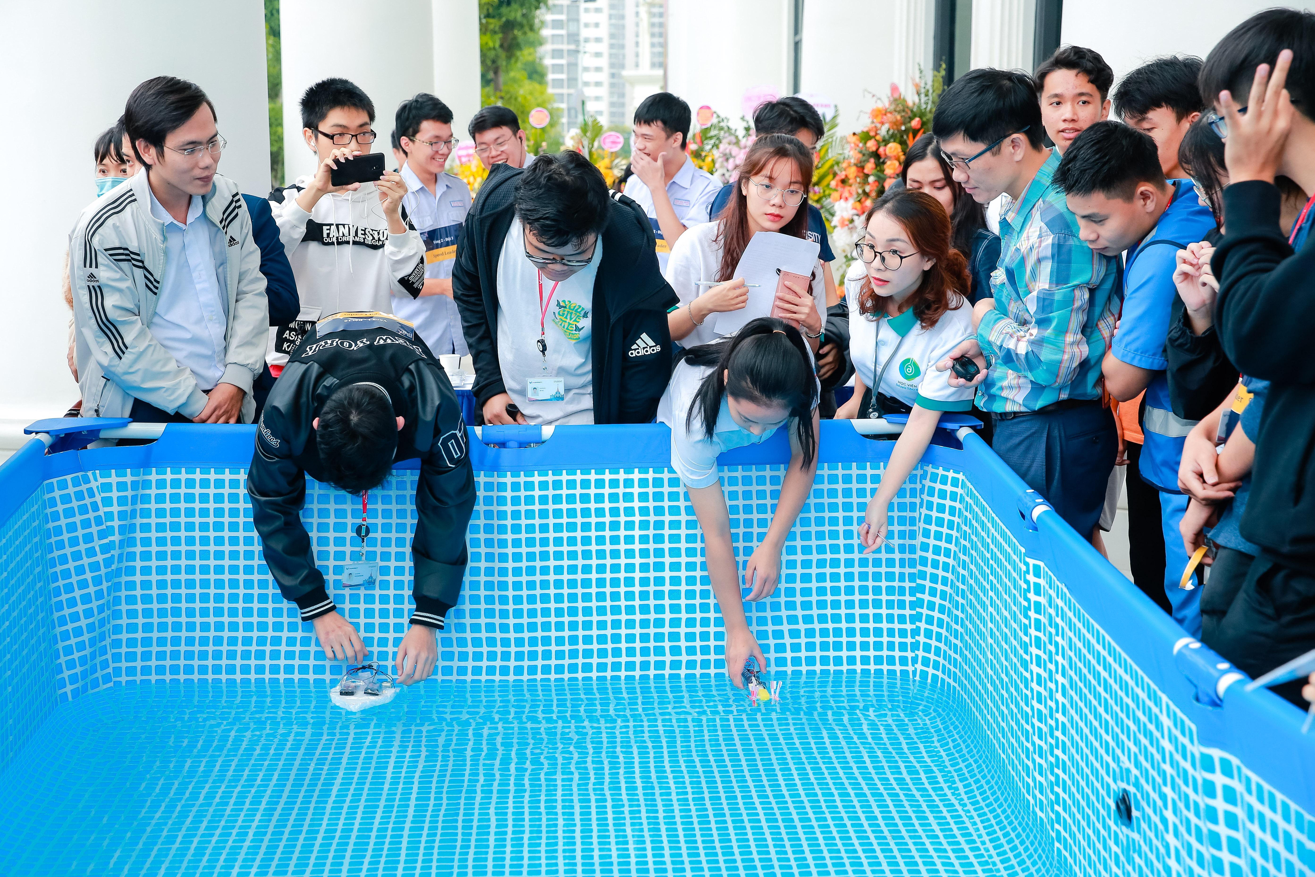 Thi thiết kế thuyền gắn động cơ tại Ngày hội STEME, trường ĐH VinUni, Hà Nội, 18/10/ 2020. Nguồn: BTC