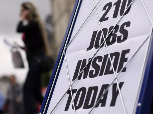 Nhiều công việc đã mất đi do đại dịch Covid-19 | Ảnh: Reuters/Darren Staples