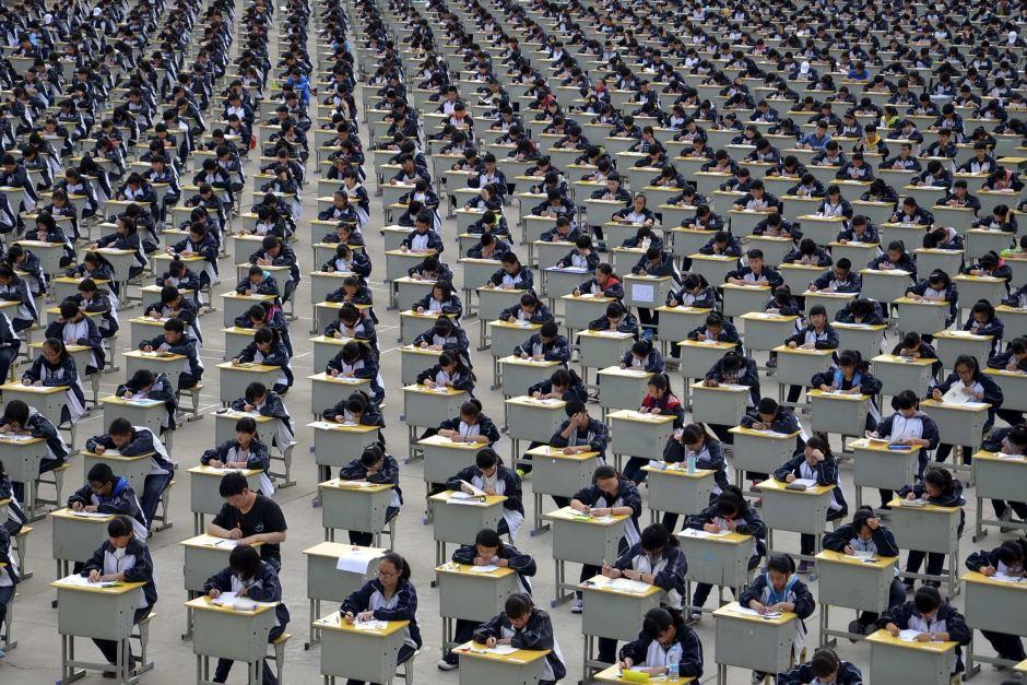 Bộ Giáo dục Trung Quốc đặt mục tiêu đưa nước này trở thành cường quốc giáo dục sau đại học vào năm 2035. Trong ảnh: Thi đại học ở Trung Quốc. Nguồn: www.abc.net.au