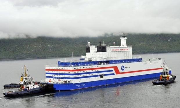 Nhà máy điện hạt nhân nổi đầu tiên trên thế giới Akademik Lomonosov, cấp điện cho cảng Pevek ở vùng Viễn Đông (Nga). Ảnh: Lev Fedoseyev/Tass