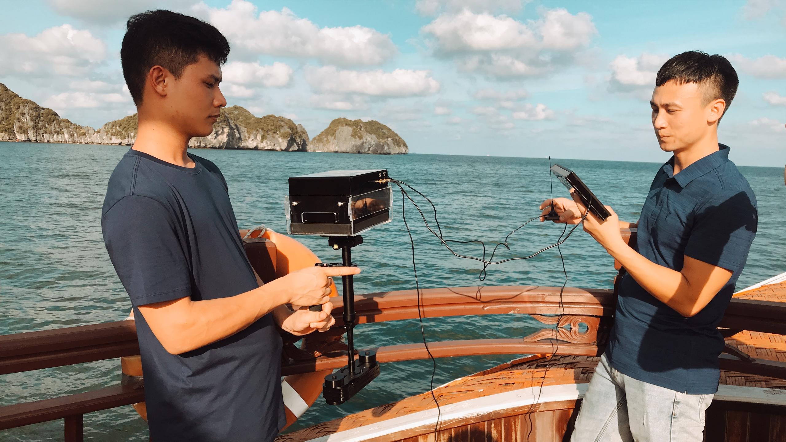 Nhóm chạy thử nghiệm hệ thống thiết bị phục vụ đo và vẽ bản đồ từ trường Trái đất trên biển